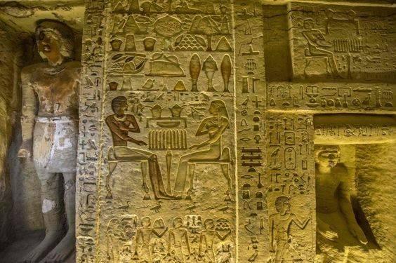 Фото гробницы египетского первосвященника 2600-й год до нашей эры. Можно только представить, какое они имели влияние и власть./bbc.co.uk/