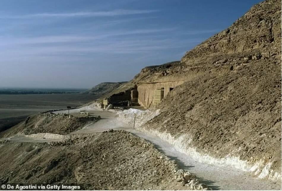 вход в гробницу Эхнатона в Долине Царей