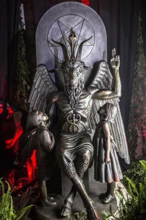Статуя Бафомета.