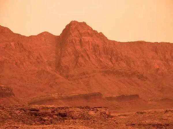 На Марсе обнаружили секретную базу, скрытую в кратере